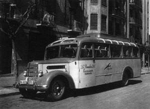 Coches de línea y de punto. Los primeros taxis (1900-1950)