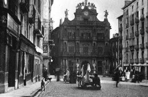 Comercios del Viejo Pamplona: Calceteros y Plaza Consistorial: 1908-1958