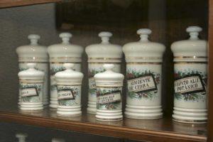 Aquellas boticas de antaño (1863-1963)