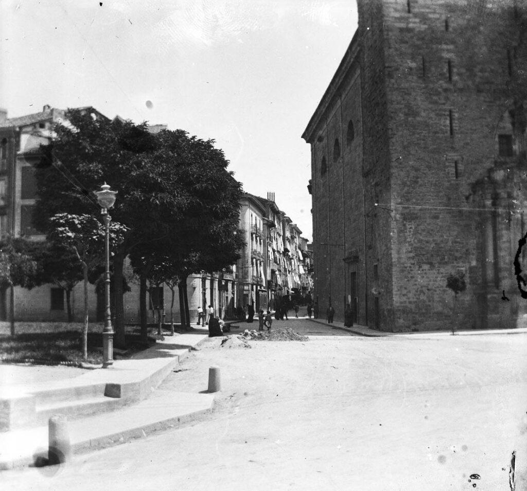 Crónica negra del Viejo Pamplona: Crimen junto a la muralla de Descalzos (1897)