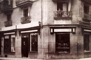 Comercios del Viejo Pamplona: Udobro, en plena plaza Consistorial (1860-1980)