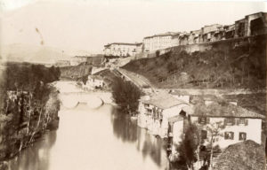 Imagenes del ayer y hoy: A las puertas de Pamplona (1870-1915)