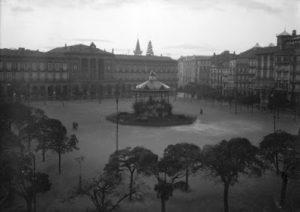 Imagenes del ayer. Selección: La plaza del Castillo, de día y de noche (1928-1931)