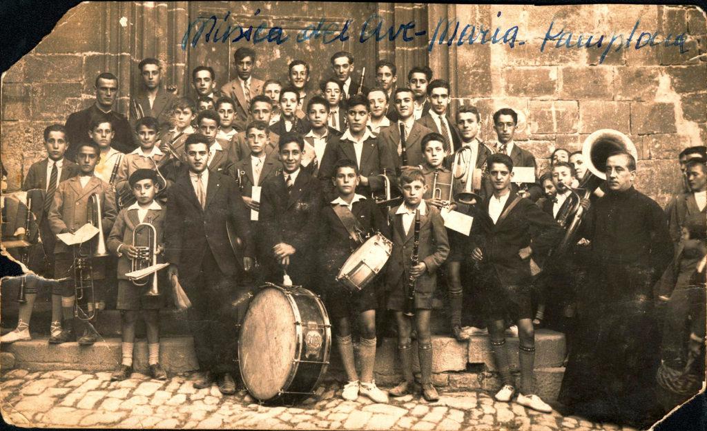 Participa en el blog: La Banda de Música del Ave-María (1932)