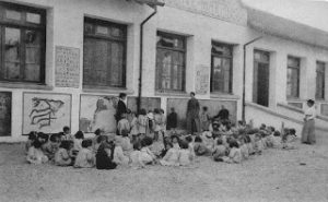 Maestros, escuelas, cantinas y colonias en el Viejo Pamplona (1904-1977)